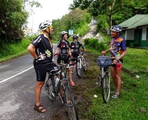 Nous quittons le pays Toraja au passage du col